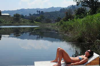 relaxing lake bunyonyi